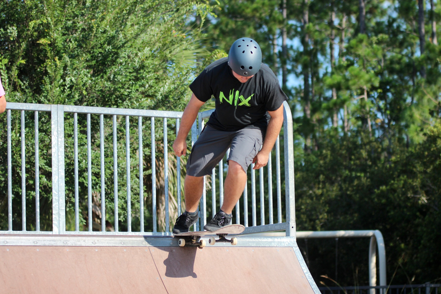 A Maui Nix skater drops in on a half pipe at Ralph Carter Park. Photo by Ray Boone