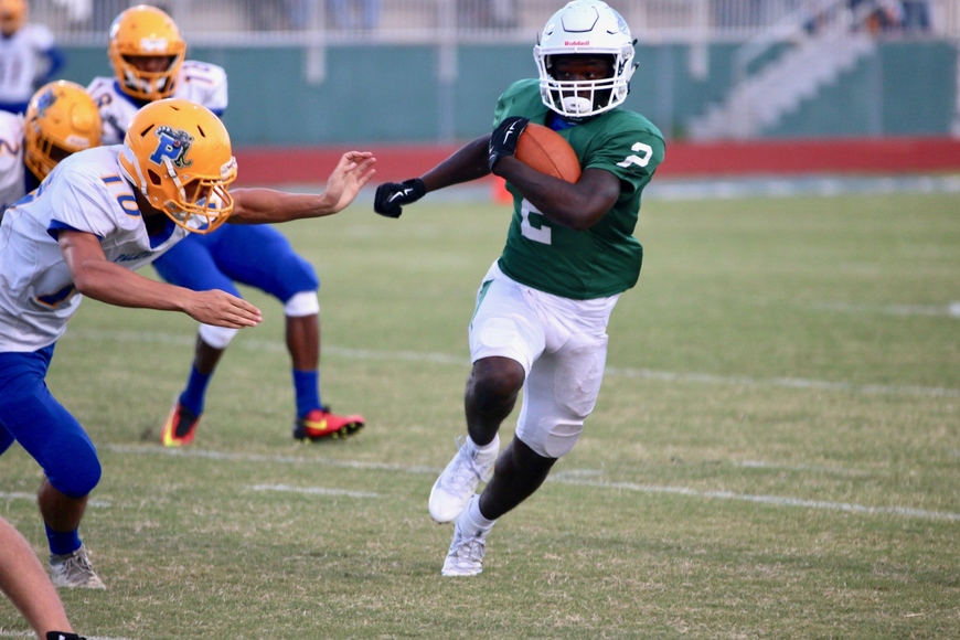 FPC defensive back Dennis Shorter returns a punt in the first quarter. Photo by Ray Boone