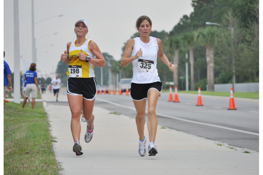 Amy Higgs and Lisa Contino run side by side in the last stretch of the race. Higgs finished four seconds behind Contino, with a time of 23:58.