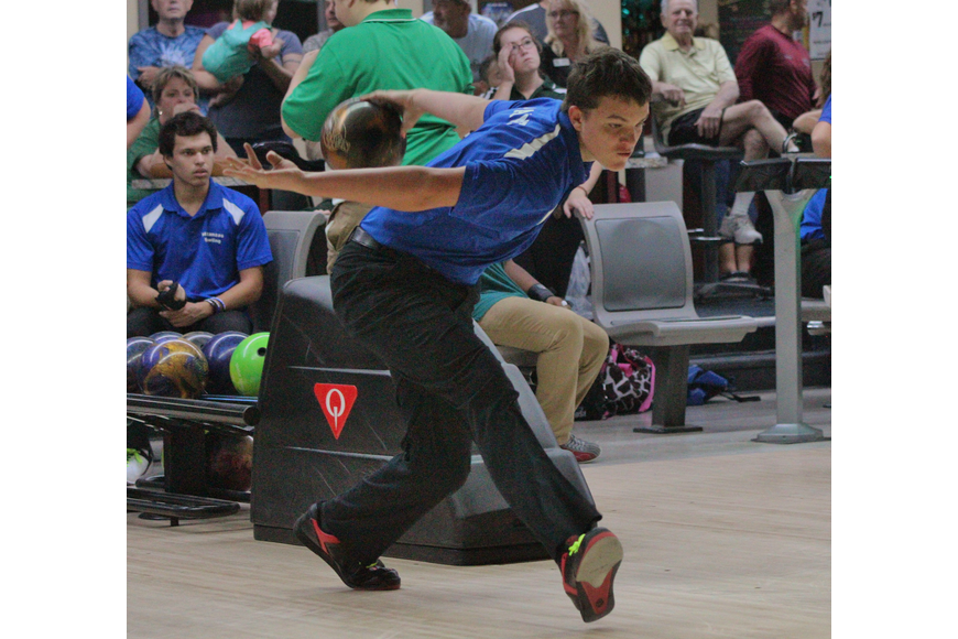Curtis  Payne led all bowlers with a 649 pin total.